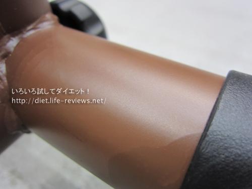 レッグマジックXのベルメゾン限定オリジナルカラー ブラウンの素材表面のアップ